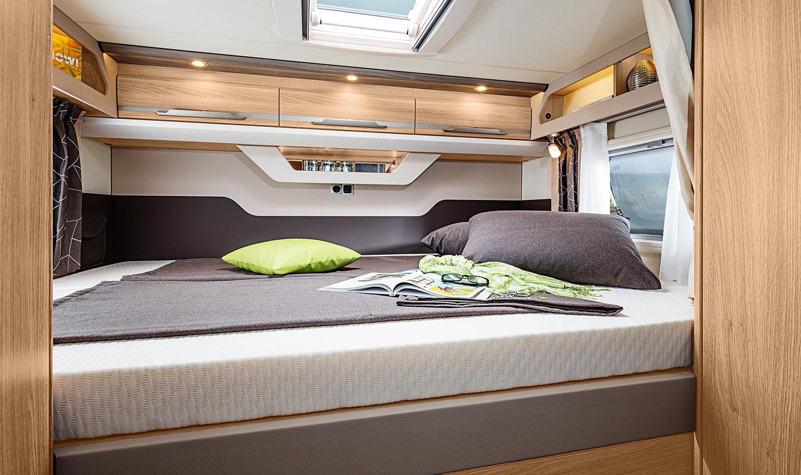 knaus sky i interieur der vollintegrierte von innen. Black Bedroom Furniture Sets. Home Design Ideas